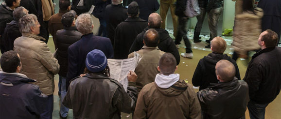 Horse race betting at Hippodrome Paris-Vincennes: waiting the results of a race. Photo: Myrabella / Wikimedia Commons